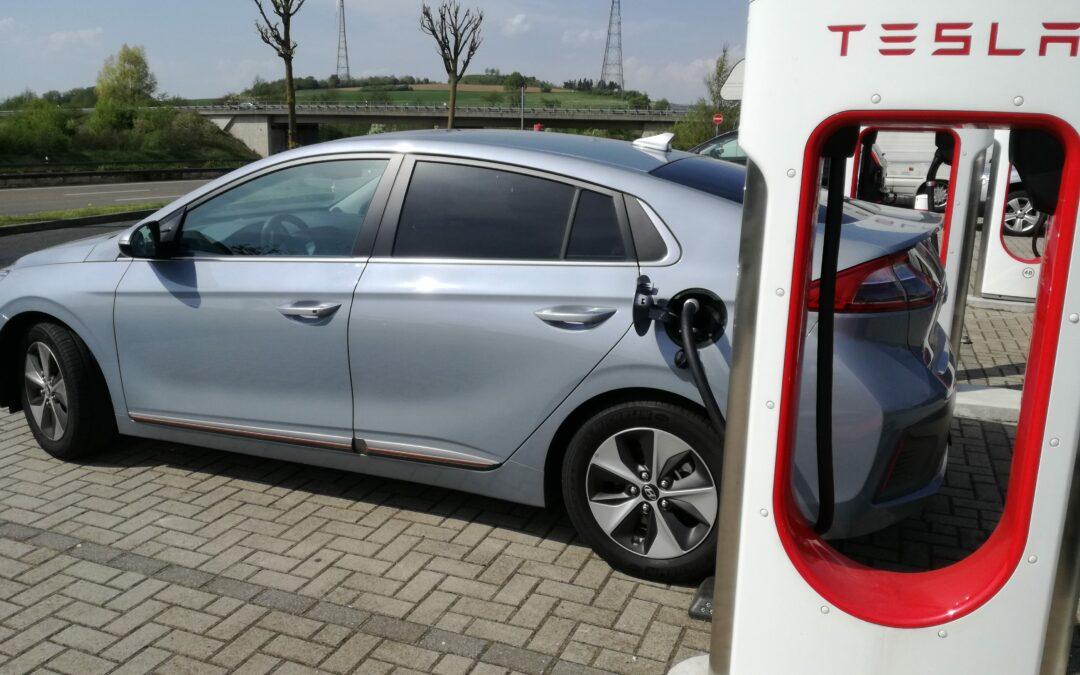 Kostenloses Laden an V3 Supercharger von Tesla?
